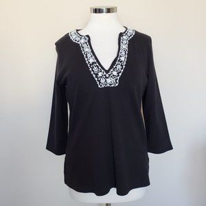 Orvis Black Top White Beaded Trim Medium V-neck